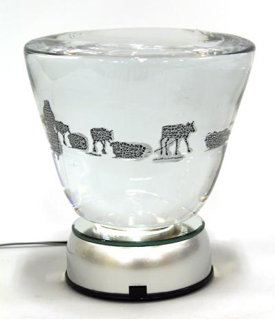 """""""Vårflytt"""" av Tomas Colbentson. Glas, graalteknik."""